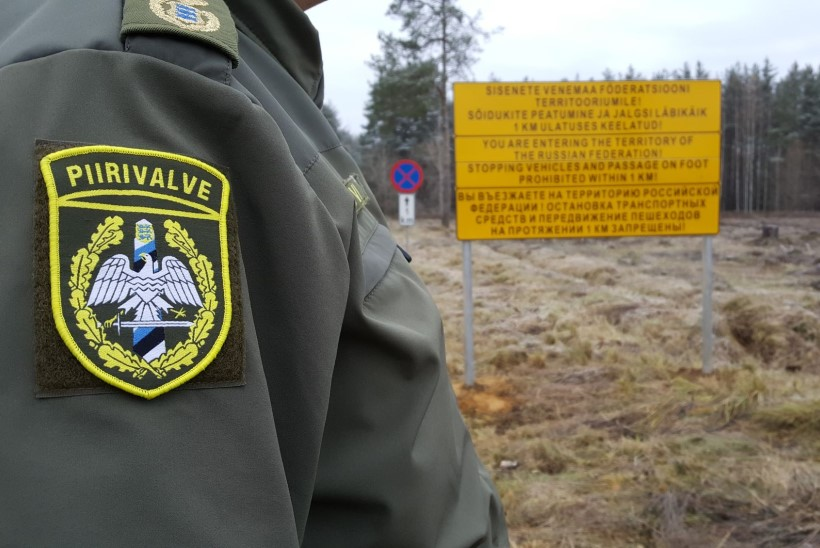 LÖÖK RAHAKOTILE: piiriposti juures pilti teinud turistid pidid kopsaka trahvi maksma