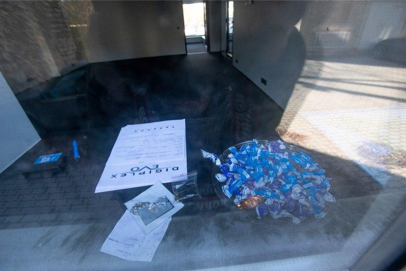FOTOD | MIS TOIMUB? Vabaerakond pakkis oma peakontori kokku