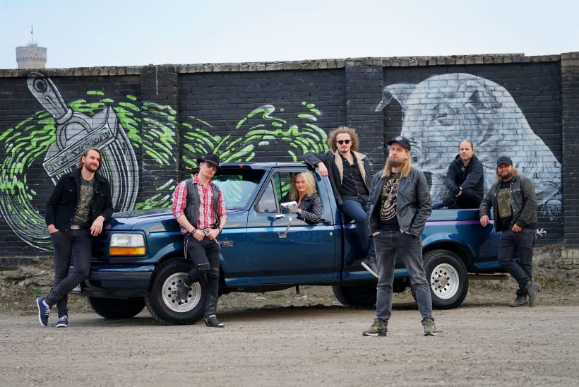 Ansambel Revals otsib bändi uut naist!
