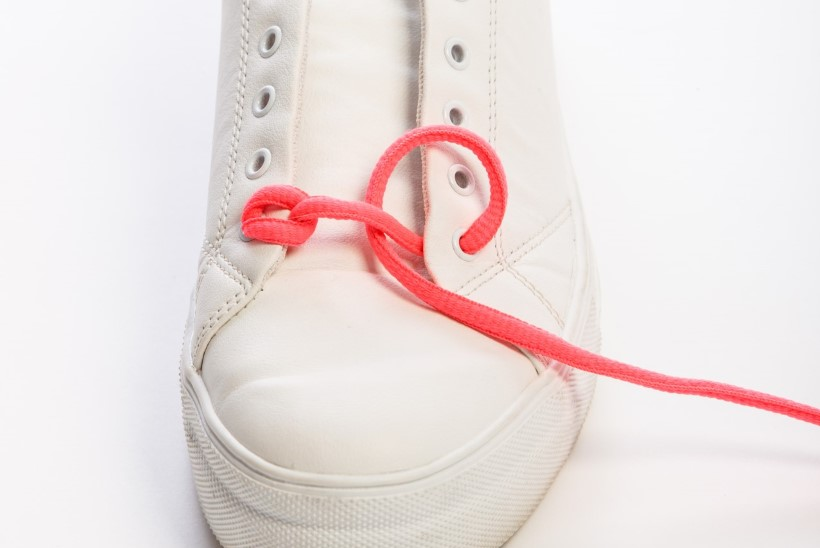 Valged jalatsid on hetkehitt: keera iludustele vunki peale ja anna kuraasi lihtsate võtetega