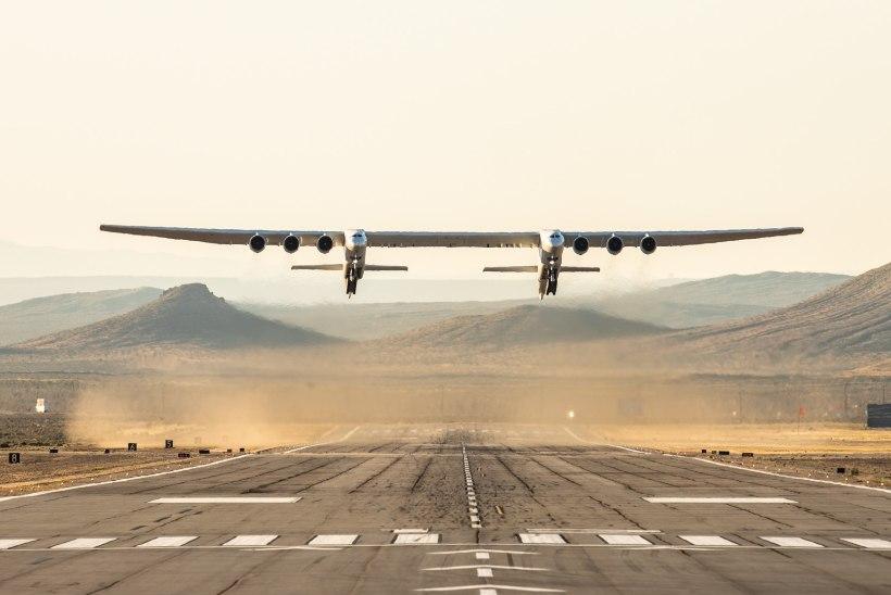 VIDEO JA FOTO | Maailma suurim lennuk tegi esimese lennu. Ekspert: selline hiiglane ei peaks suutma õhku tõusta