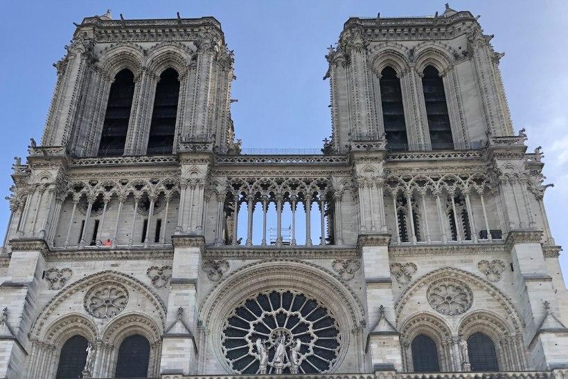 GALERII   Vaata, millise lummava elamuse osaliseks said turistid enne Notre-Dame'i põlengut