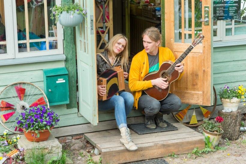 VIDEO | Silver Sepp ja Kristiina Ehin kutsuvad lauluga üles austama metsades algavat raierahu