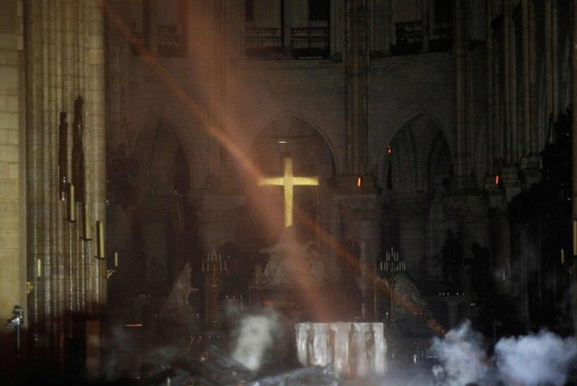 BLOGI, FOTOD JA VIDEOD | Pariisi Jumalaema kiriku põleng: mida me seni teame ja mille kohta puudub info?