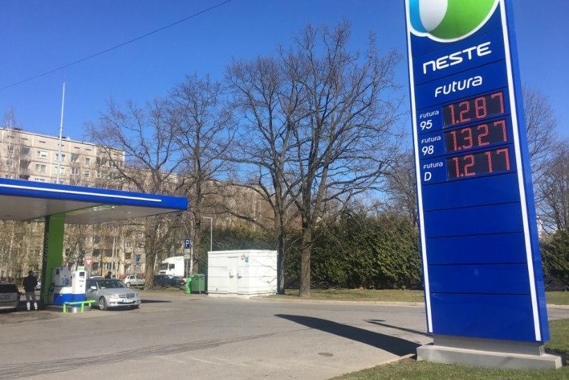FOTOUUDIS | Vaata, mis hinnaga müüvad kütust lätlased!