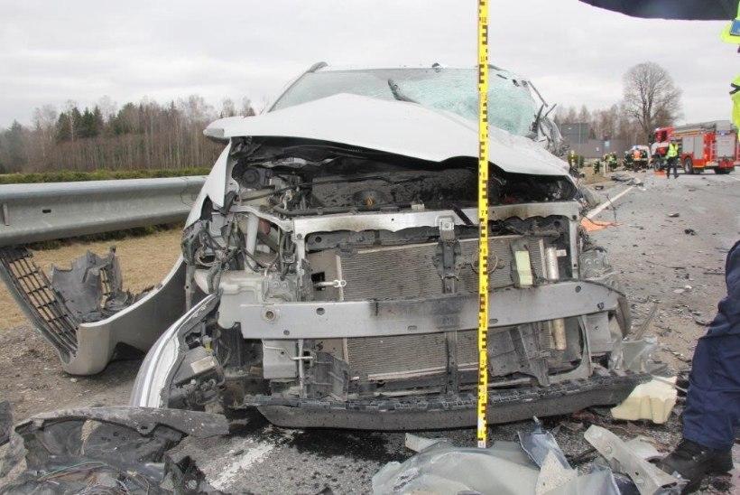 FOTOD | Tallinna–Tartu maanteel avariis raskelt viga saanud mees suri haiglas