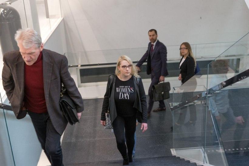 FOTOD KOHTUST | Jana Kask klaarib arveid endise kihlatu Arvi Aigroga