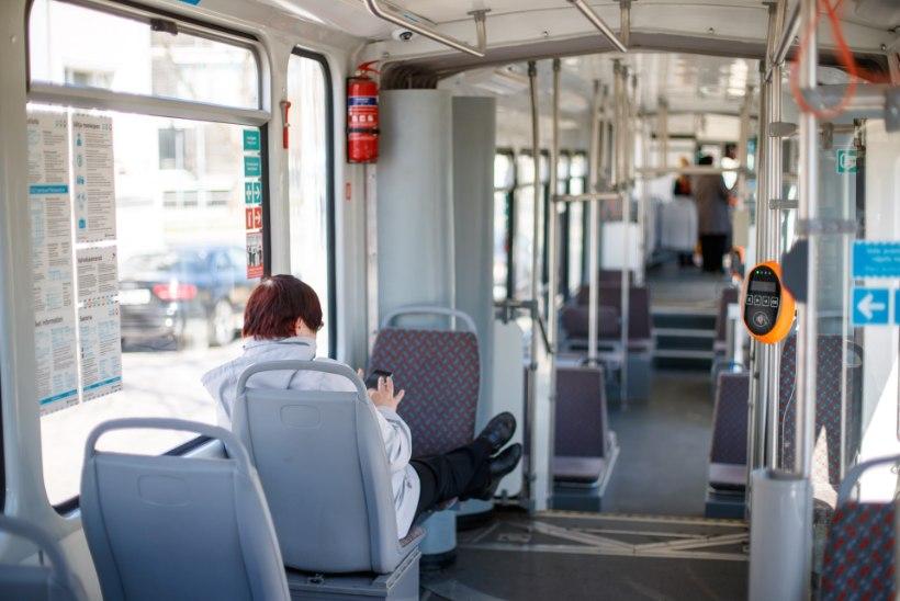 GALERII | Raimond Valgre mälestuseks nimetatud tramm saadeti liinile