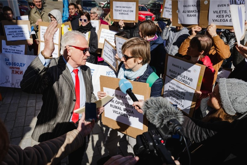 Heimar Lenk riigikogu ees protesteerinud inimestele: kaks isa ja tütar ei ole perekond