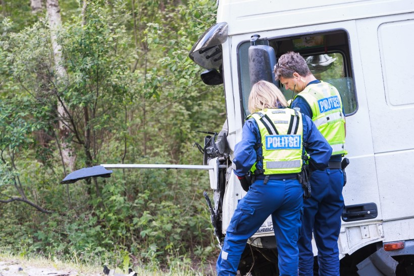 Pärnumaal sõitsid kokku kolm veoautot, 61aastane juht viidi haiglasse