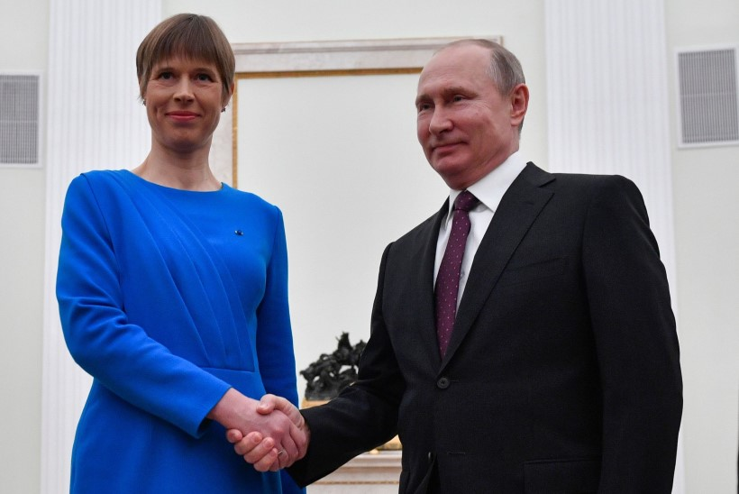 FOTOD | Millele vihjab Kaljulaidi sinine riietus Putiniga kohtumisel?