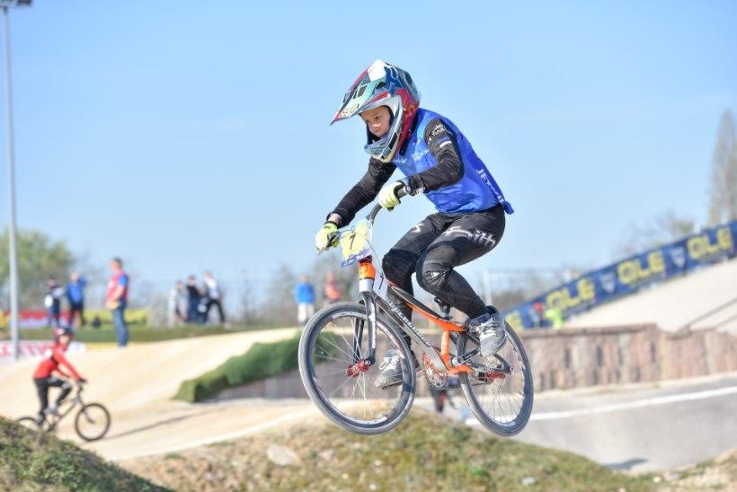 Noor Eesti BMX krossirattur teeb Euroopas tegusid