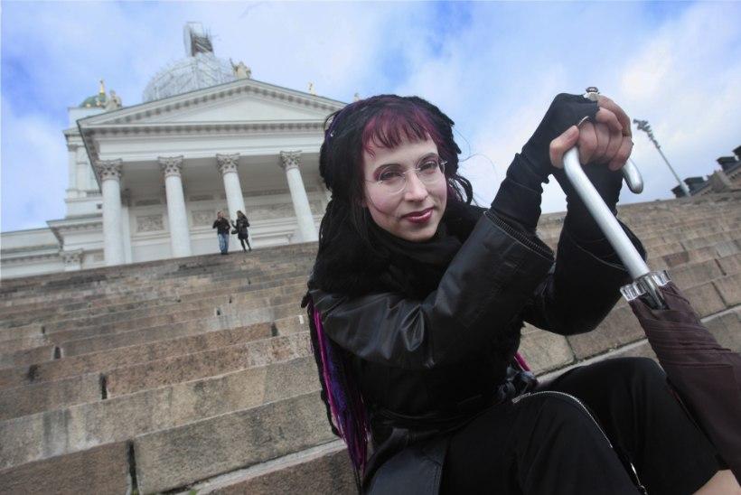 """Sofi Oksaneni """"Kui tuvid kadusid"""" ilmub esimese Soome näidendina pärsia keeles"""