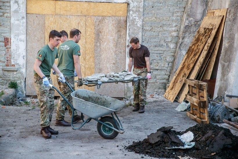 GALERII | Britiliitlassõdurid korrastasid Patarei kindluse näituseala