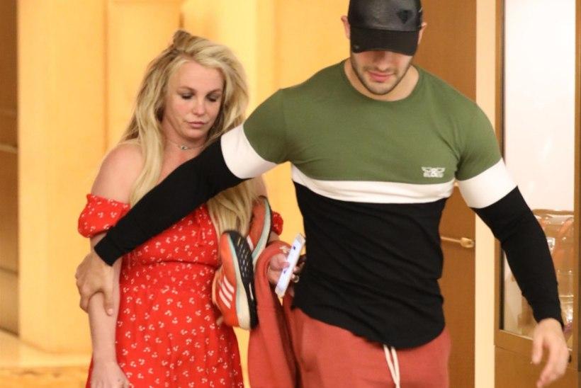FOTO | Korraks psühhohaiglast välja pääsenud Britney välimus pole kiita