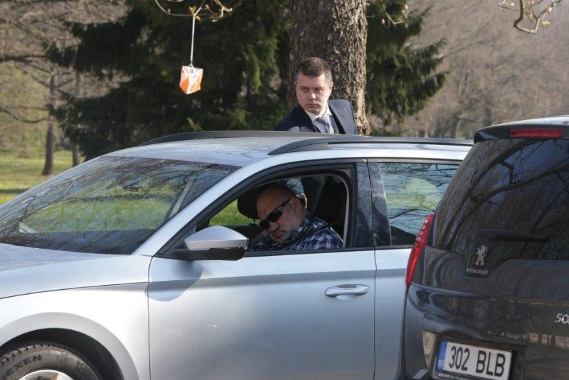 FOTO | Magus uni: Reinsalu autojuht lasi ministrit oodates silma looja