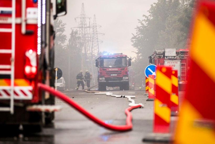 Maardu linnas põlesid angaarid puujäätmetega