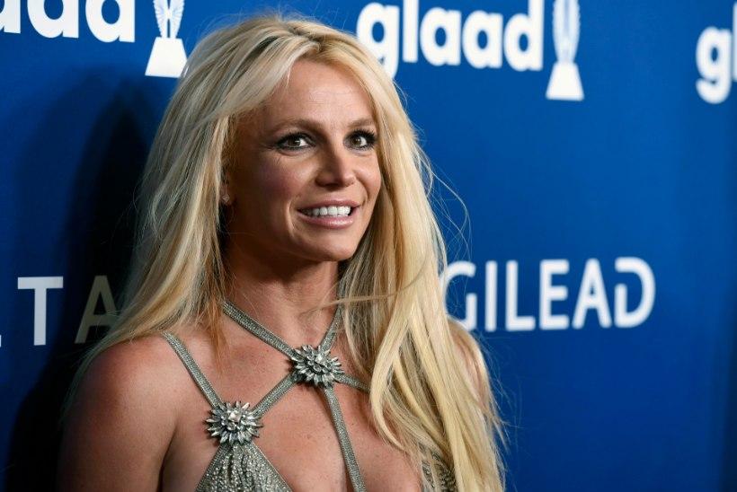 Britney saatis fännidele sõnumi oma tervisliku seisundi kohta