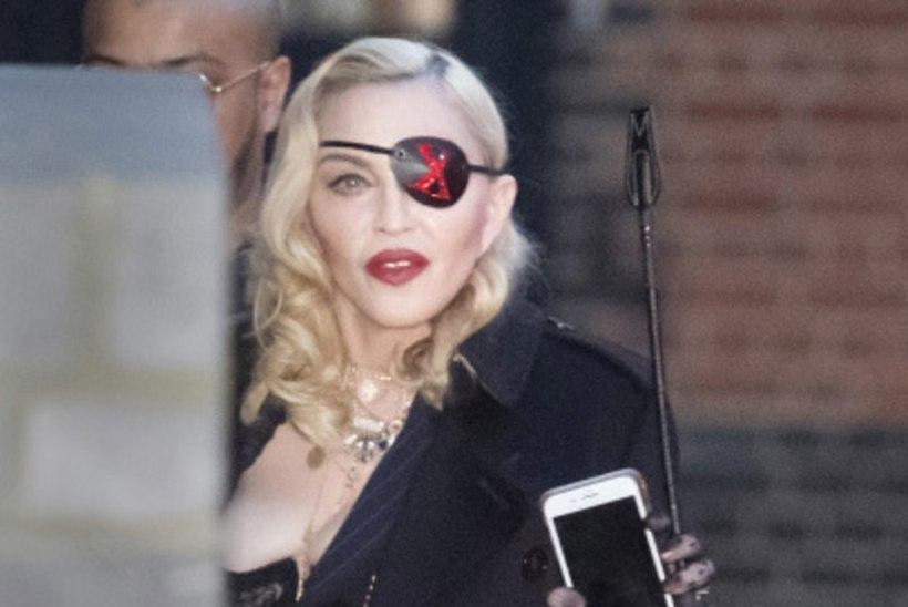 Madonna oma uuest albumist: vajusin jalgpalliemmena depressiooni