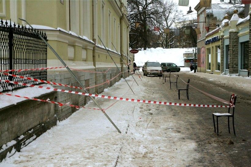 Küsimus | Miks Tallinna kesklinnas Aia tänaval pole enam valgustust?