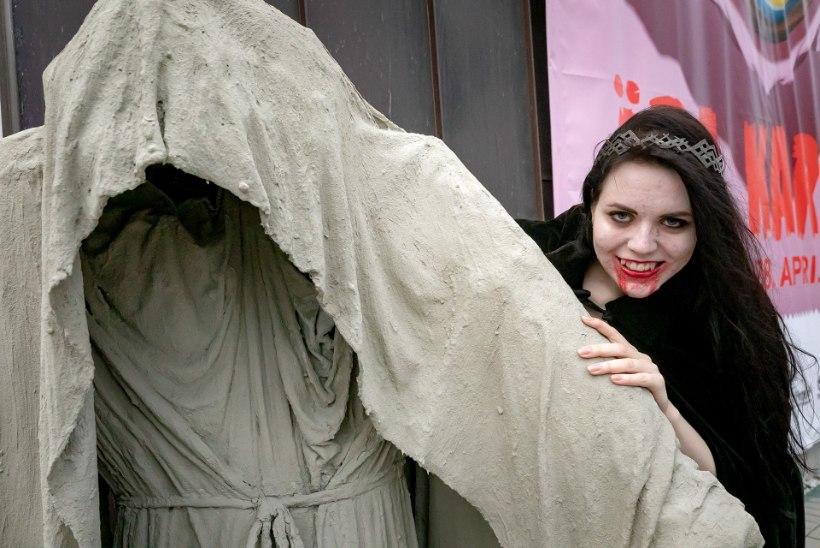 GALERII | Haapsalu õudus- ja fantaasiafilmide festival algas kõheda rongkäiguga