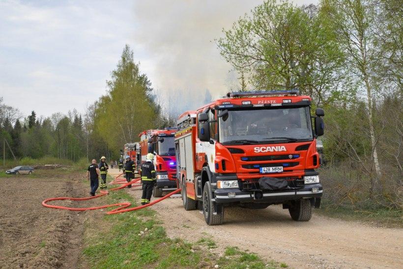 GALERII  JA VIDEO | Viljandi vallas põles elumaja lahtise leegiga