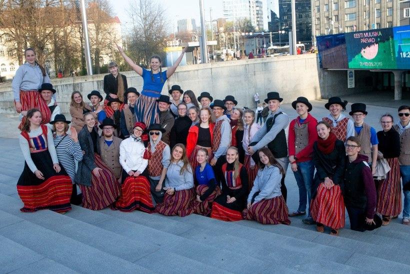GALERII | Vabaduse väljakul tähistati rahvusvahelist tantsupäeva suure ühistantsimisega