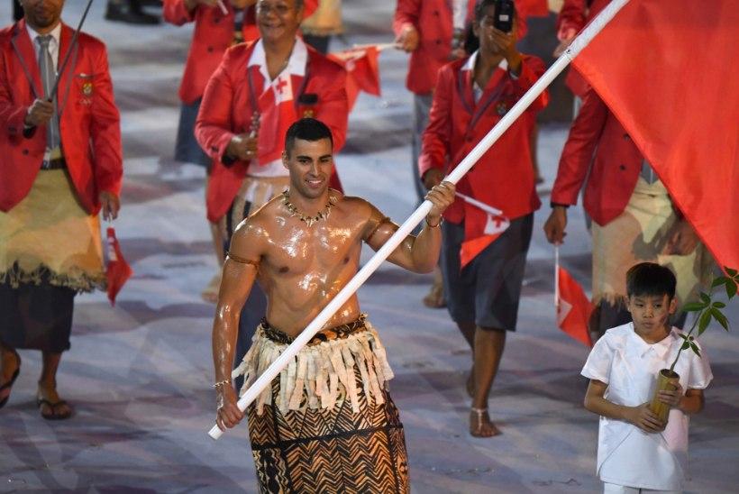 Palja õlise torsoga kuulsaks saanud Tongo sportlane üllatab Tokyo olümpial uue alaga