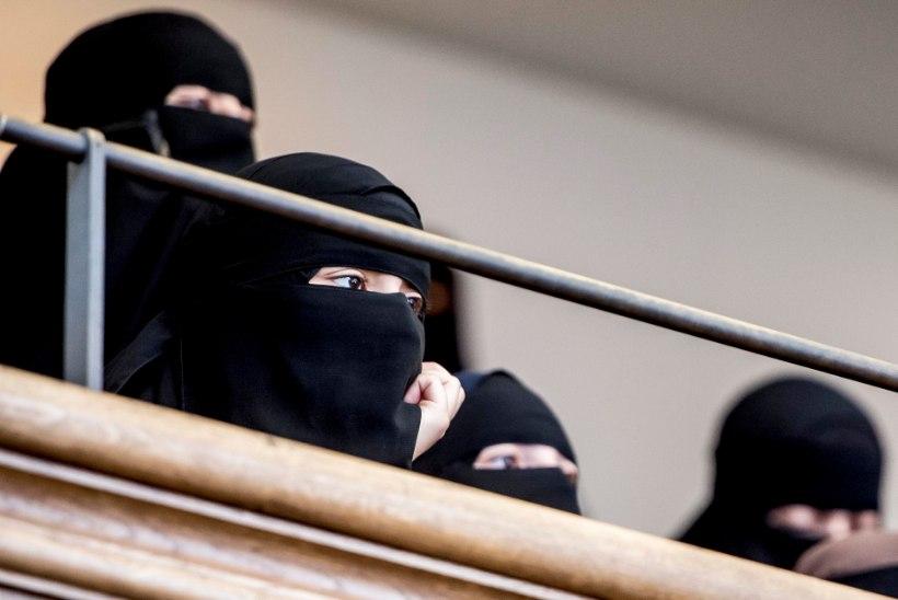 NÄGU EI TOHI OLLA VARJATUD: Sri Lanka keelustas pommirünnakute tõttu burkade kandmise