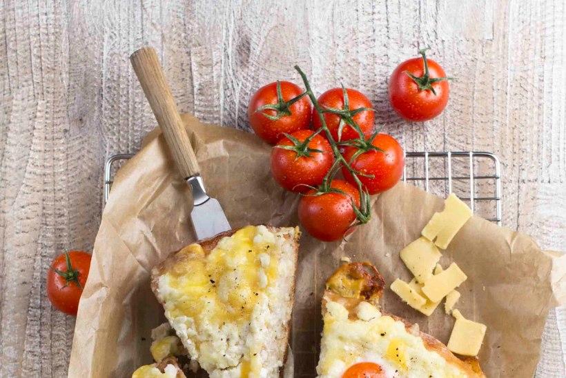 Lihtne hommikusöök lavaši, kodujuustu ja munaga