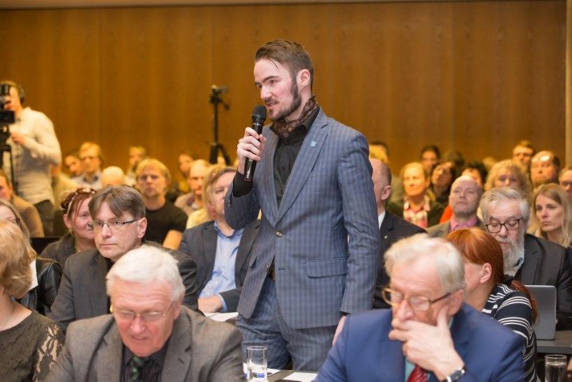 Eesti Ekspress avaldas loo Ruuben Kaalepi natsistlikust taustast, noore poliitiku sõnul jäeti tema kommentaarid loost välja