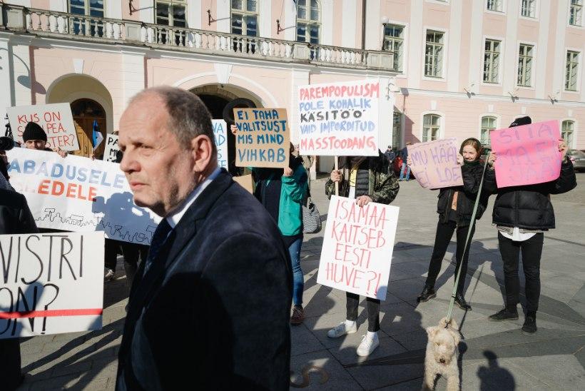Tänaval käras protest uue võimuliidu vastu, aga riigikogu sai juhatuse valimisega hakkama