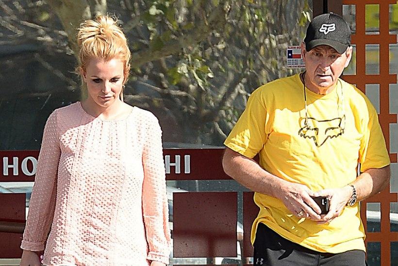 Isa haigusest rusutud Britney Spears läks närve ravima