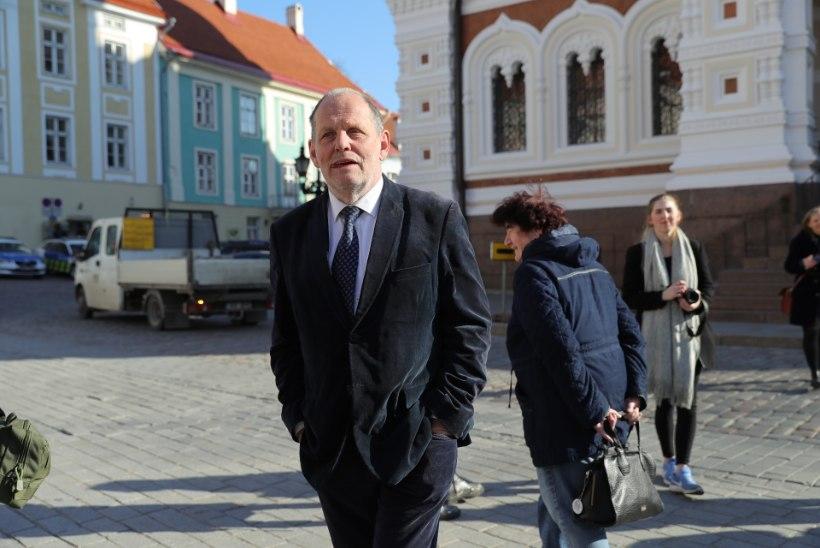 GALERII | Kaos riigikogus: tehnika ütles üles, EKRE presidendile ei plaksutanud ja üks liige puudus