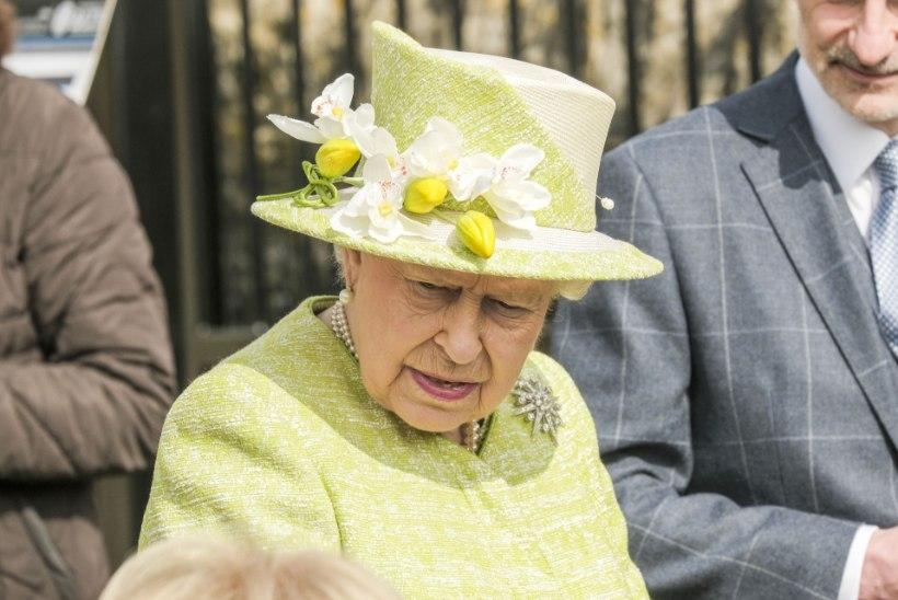 Elizabeth II endine piloot tappis oma naise ja iseenda