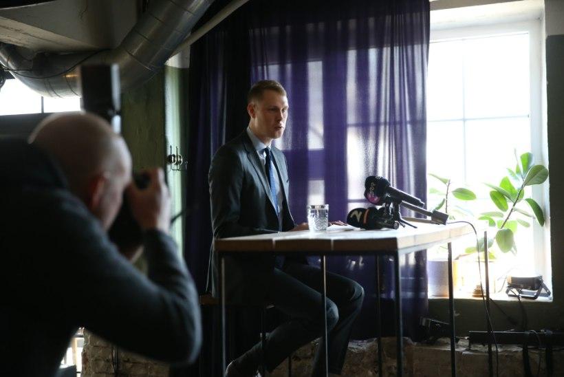 Erakonna mahamüümine? Raimond Kaljulaid kohtus enne riigikogu avaistungit Siim Kallasega, et infot vahetada