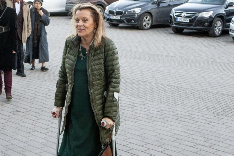 Näitlejanna Anne Veesaar taastub puusaoperatsioonist: jala üle põlve saan alles aasta pärast visata!