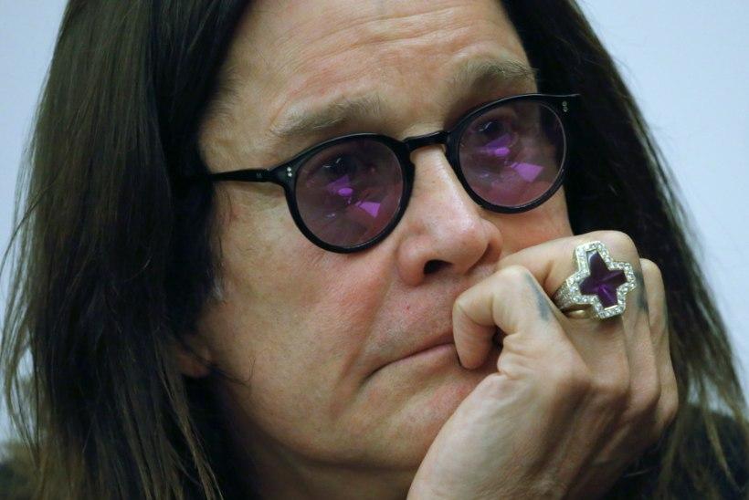 HÄDA HÄDA OTSA: Ozzy Osbourne kukkus end haiglasse