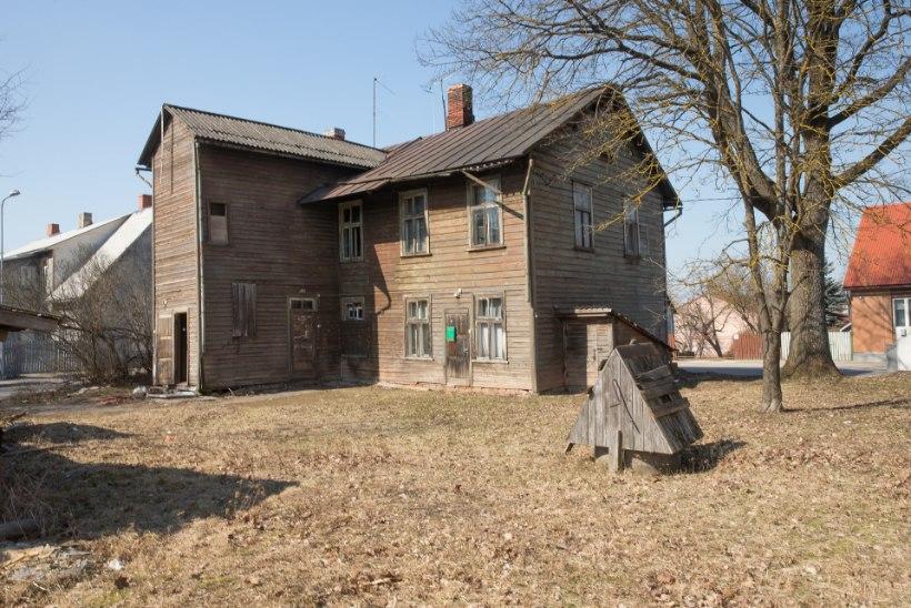 Valga mahajäetud majad tekitavad linnaelanikes õudu. Riik plaanib tühjad elamud lammutada ja elanikud ümber asustada