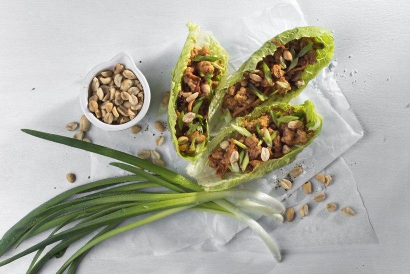 Lihtsalt valmivad, aga oh kui maitsvad kalkuni-salativrapid maapähklikastmega