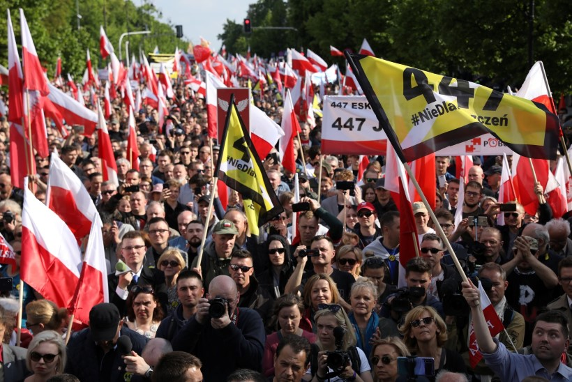 SUUR MEELEAVALDUS: poolakad protestisid juutide vara kompenseerimise vastu