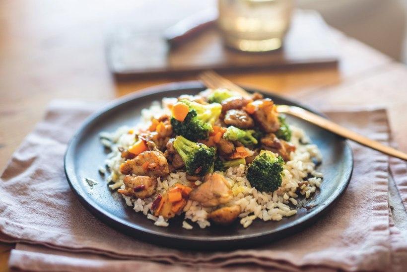 Valmista toit uueks nädalaks: värviline kana-riisiroog paprika ja brokoliga