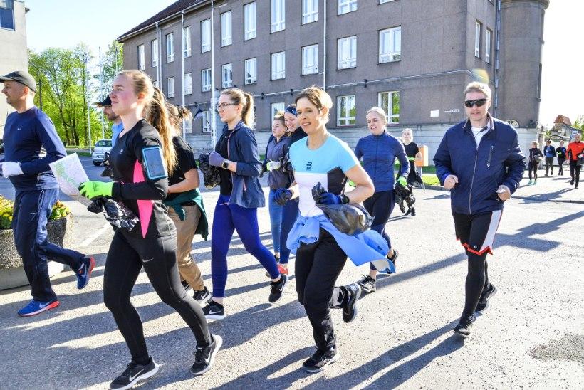 GALERII   President Kaljulaid osales prügikoristusjooksul