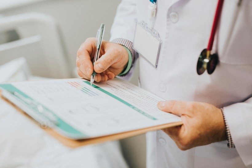 PIKK OOTUS ARSTI JUURDE: mis raviks liiga pikki ravijärjekordi?