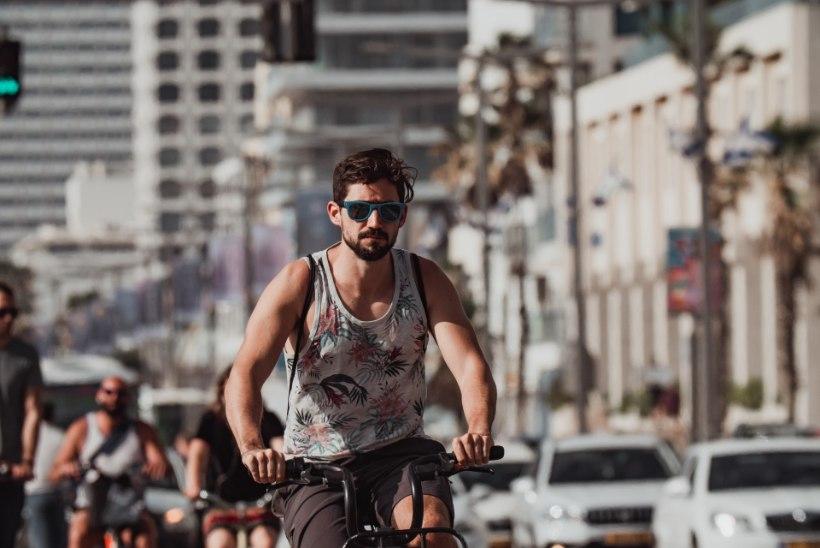 KUUM GALERII | Tel Avivi rannas käib vilgas elu