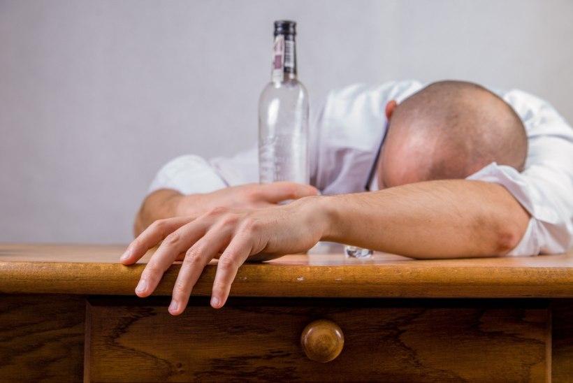 KAHTLUSTAD LÄHEDASEL ALKOHOLIMÜRGISTUST? Ära vii teda duši alla ja väldi teisi vigu!