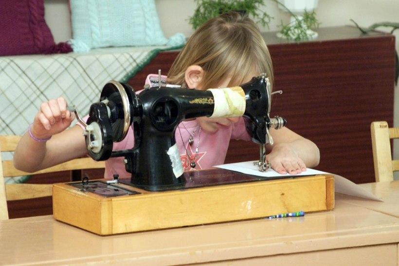 Puutöö poistele ja kudumine tüdrukutele? Koolid rikuvad soopõhise tundidesse jagamisega seadust