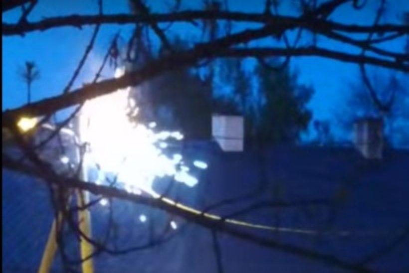 VIDEO   Nagu säraküünal: Supilinnas pildus elektripost sädemeid ja jättis paarsada inimest elektrita
