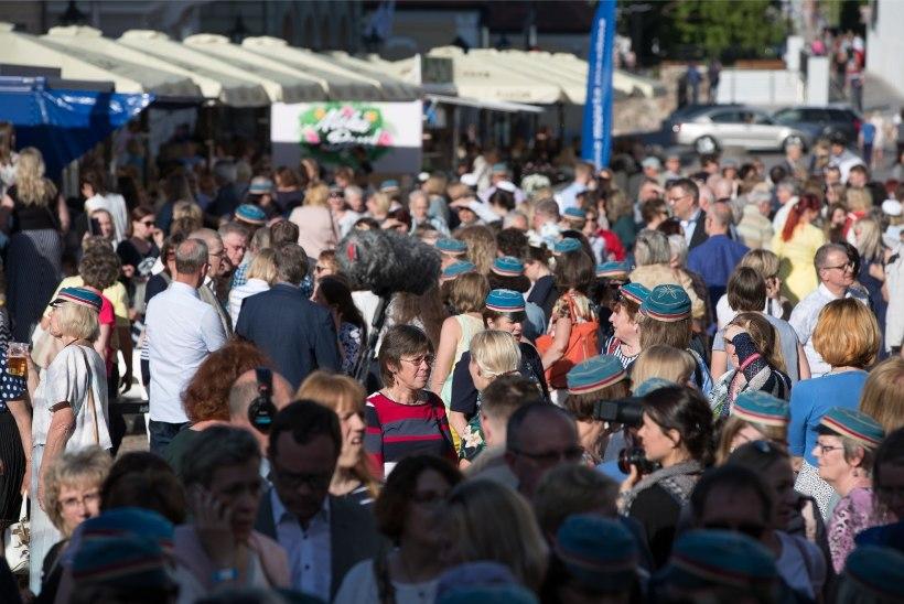 4652a3986ce GALERII | Tartu ülikooli vilistlaste kokkutulekul jäi loodetud Guinnessi  rekord sündimata