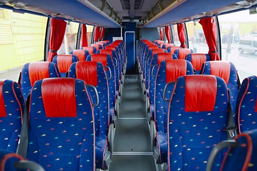 Lapsevanem kurdab: pirtsakad bussijuhid ei luba lastel bussis süüa ega juua
